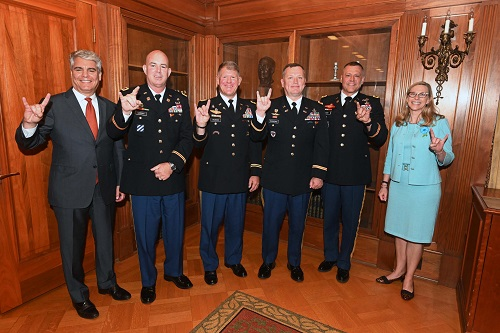 President Fenves, Provost McInnis, and 2018-2019 Army War College Fellows